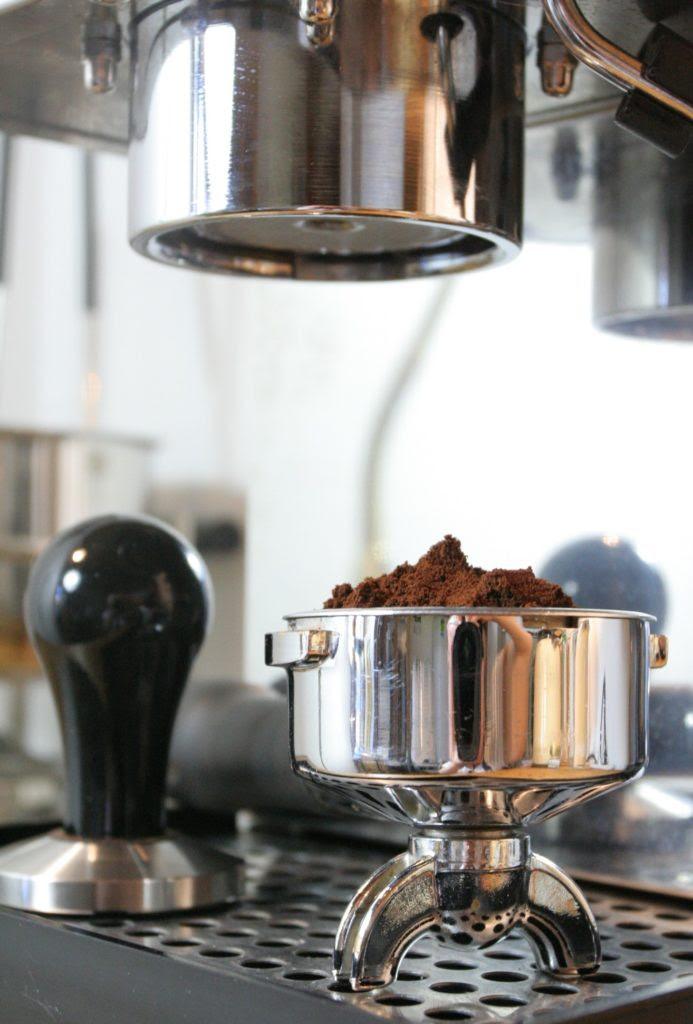 Kaffee mit MIlch und Zucker - LUCKY LADO