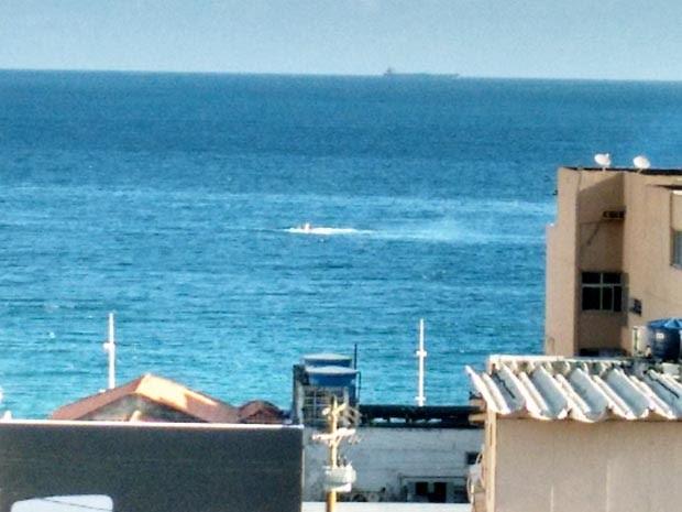 Aeronave caiu no mar por volta das 15h45 deste sábado (31) (Foto: Darlan Azevedo/Arquivo pessoal)