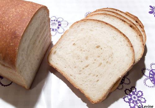 Zacht witbrood met zuurdesem