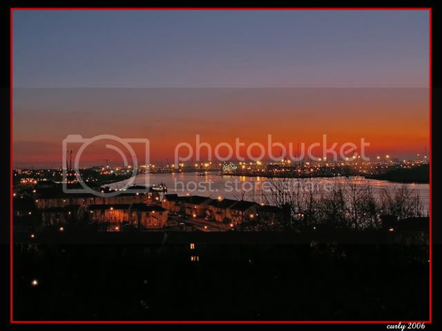picture of the River Tyne at sunset