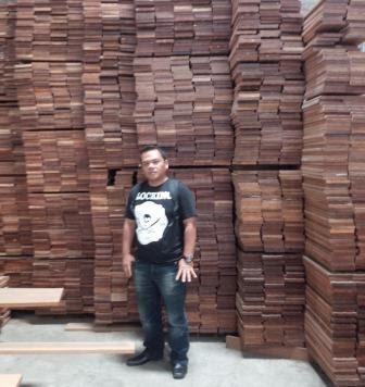 stock lantai kayu