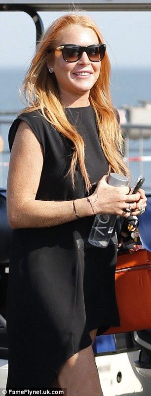 Menina de partido: Lindsay foi visto mais tarde transformando-se em um vestido preto assimétrico enquanto se dirigia de volta para Londres para uma noite no clube Libertine