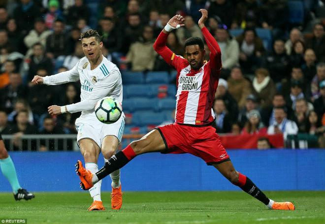 Ronaldo lập poker, ghi 50 hat-trick: Ghi bàn nhiều hơn MU, Arsenal, Chelsea - 2