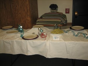 all the empty plates were filled with cookies... I just wanted to get the pretty tables before everyone got there