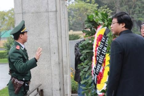 Vòng hoa tưởng niệm liệt sỹ chống TQ ngày 17.02 của các nhân sỹ ở HN bị ngăn cản...