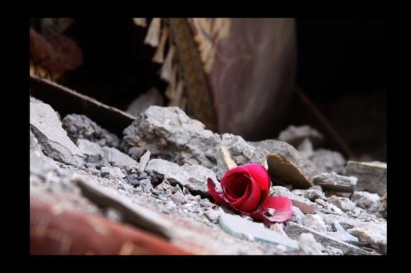 Entre ruinas, la esperanza¨. **(Zlitán, agosto 2011)