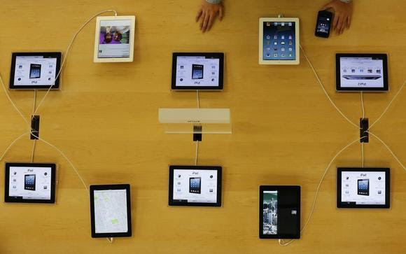 Apple's iPad devices are displayed at its store in Tokyo January 18, 2013. REUTERS/Kim Kyung