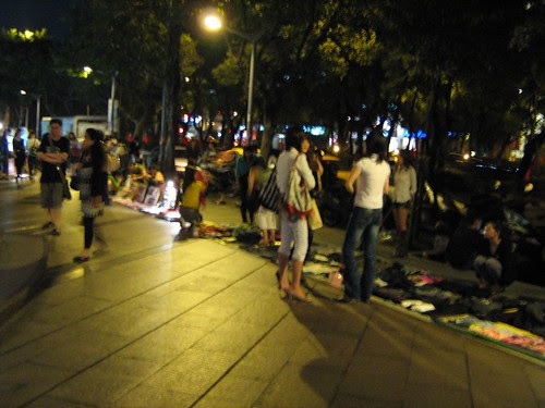 Illegal vendors outside Eslite bookshop