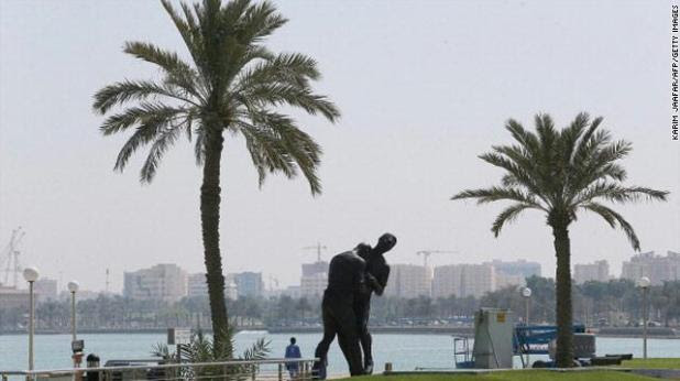 gal.Zidane.statue.qatar.two.jpg_-1_-1