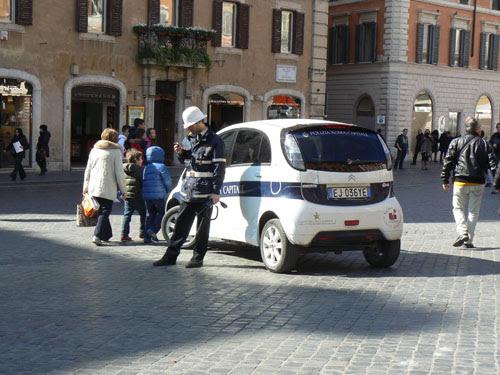 policiers au téléphone.jpg