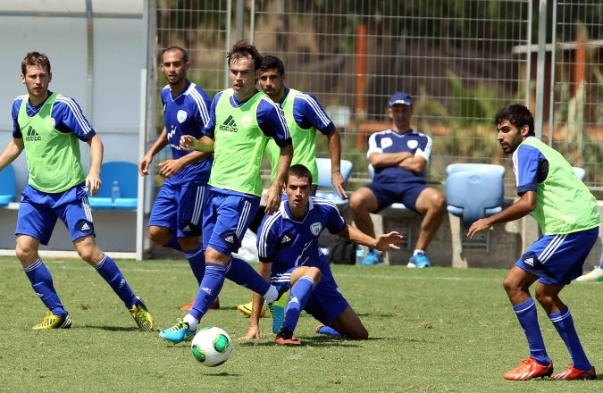 Israel national football team players training in Tel Aviv on Sept. 4, 2013. (Flash90)