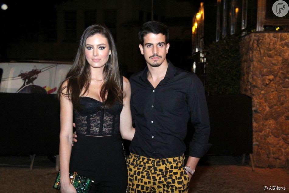 Enzo Celulari e a namorada, Victória Bartelle, estiveram no aniversário de Marina Ruy Barbosa na noite deste sábado, 30 de junho de 2018, no Morro da Urca, no Rio de Janeiro