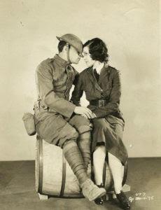 En '¡De frente, marchen!', con Buster Keaton. / Foto: estrellasdelcineespanol.blogspot.com.es