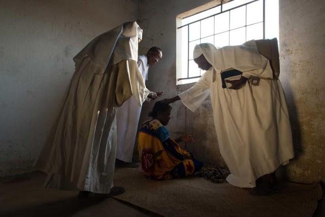 «Mauvais esprit, sortez de cet homme au nom de Jésus de Nazareth. Allez en enfer! C'est votre demeure» - Séance d'exorcisme à Madagascar
