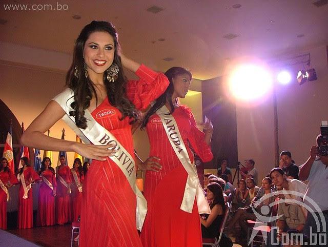 Presentación oficial de Yéssica Mouton en el certamen de belleza Reina Hispanoamerica 2011