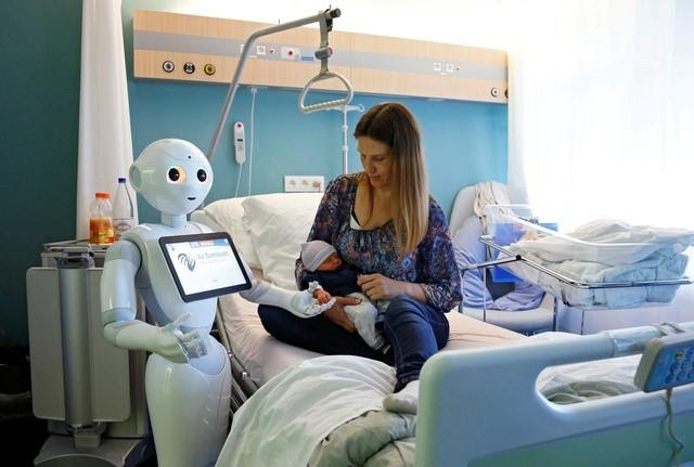 MEET PEPPER, A HUMANOID ROBOT THAT WORKS IN A HOSPITAL AND SPEAKS 19 LANGUAGES