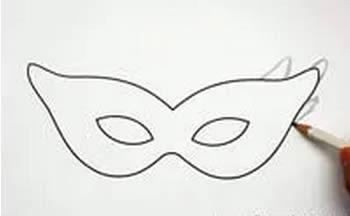Cortando a máscara de Carnaval