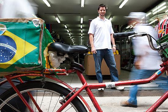 O gerente de marketing Rafael Marques, 33, no centro de São Paulo