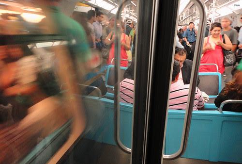 Metro de Santiago, por la mañana by Alejandro Bonilla