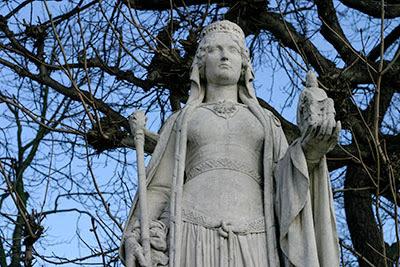 Berta do Pé Grande, jardim das raínhas, Luxembourg