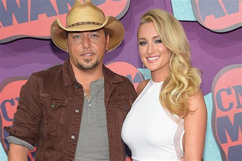 Jason Aldean Engaged: Fiancee Shows Off Engagement Ring