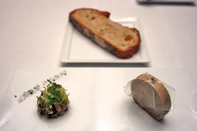 Ballotine de foie gras de landes, compoteé de champignons aigre doux - Foie gras ballotine, sweet and sour mushroom compote
