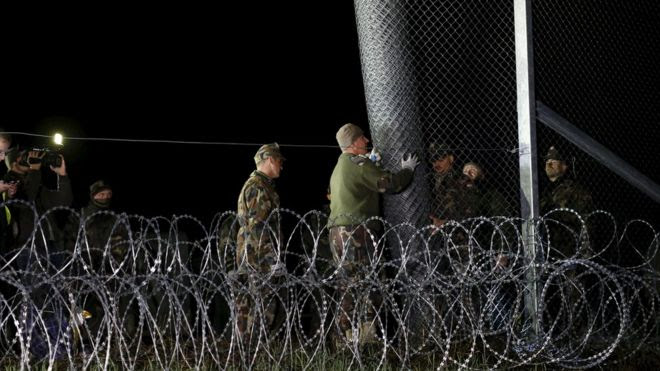 Migrant Report : Hungary closes border with Croatia