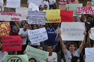 Cartazes contra a corrupção e em defesa dos direitos humanos (Ed Alves/CB/D.A Press)