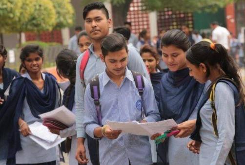 CBSE rejects reports: सीबीएसई ने 12वीं बोर्ड परीक्षा रद्द होने की खबर को बताया गलत, अभी नहीं लिया कोई निर्णय