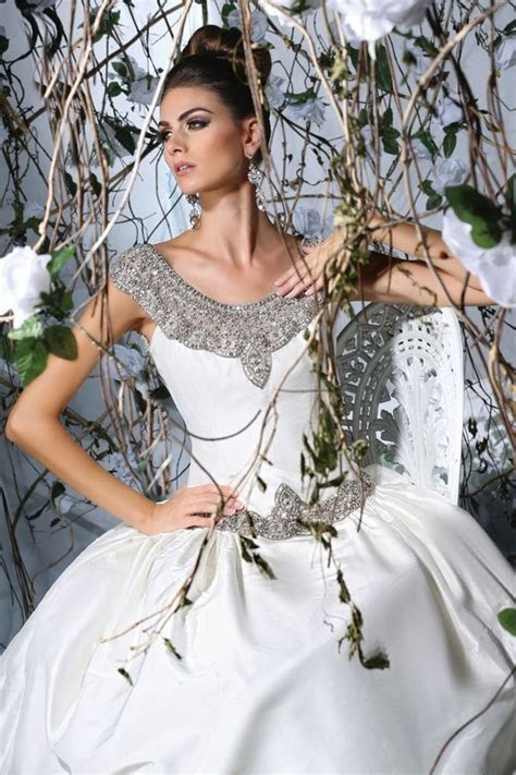 Victor Harper Spring 2015 Bridal Collection   World of Bridal