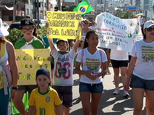'Marcha das Crianças' percorreu a orla da Praia de Camburi (Foto: Reprodução/TV Gazeta)