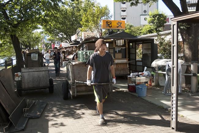 Setting up Yatai Stands, Fukuoka