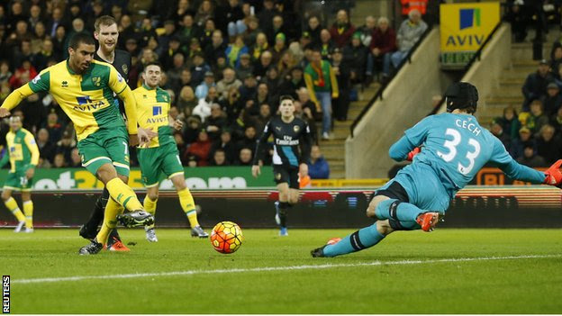 Lewis Grabban finishes past Petr Cech