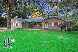 2632 Spruce Creek Blvd., Fully Renovated Home in Spruce Creek Fly-In