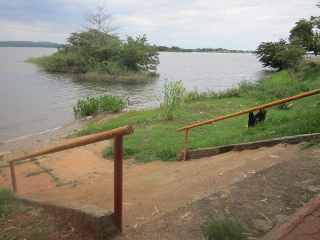 Access stairway to the Tocantins River in the central Brazilian state of Tocantins, which no longer has flowing water since it was dammed to generate electricity, mostly to be used in other parts of the country, and which contributes very little to local development. Credit: Mario Osava / IPS