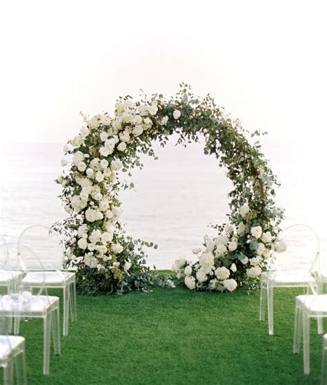 Beautiful modern circle arch with lush white blooms and