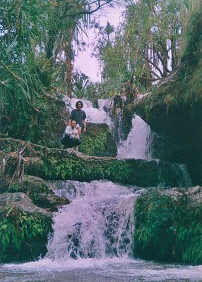 Madagascar - Boerdin e Petruz presso una cascata al parco dell'Isalo