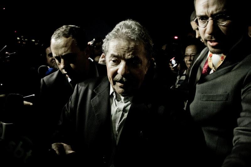 <p>Luiz Inácio Lula da Silva accede al palco para dar una conferencia en Brasilia, julio de 2013.</p>