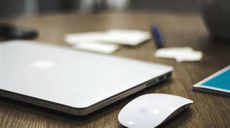 apple imac close   monitor mouse  keyboard