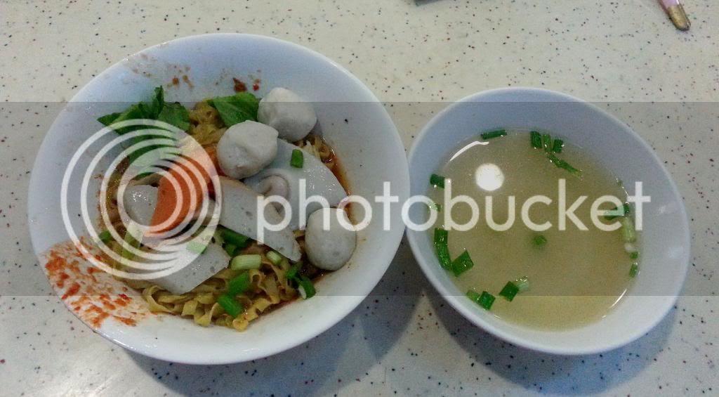 photo TiongBahruMarket25Apr02.jpg