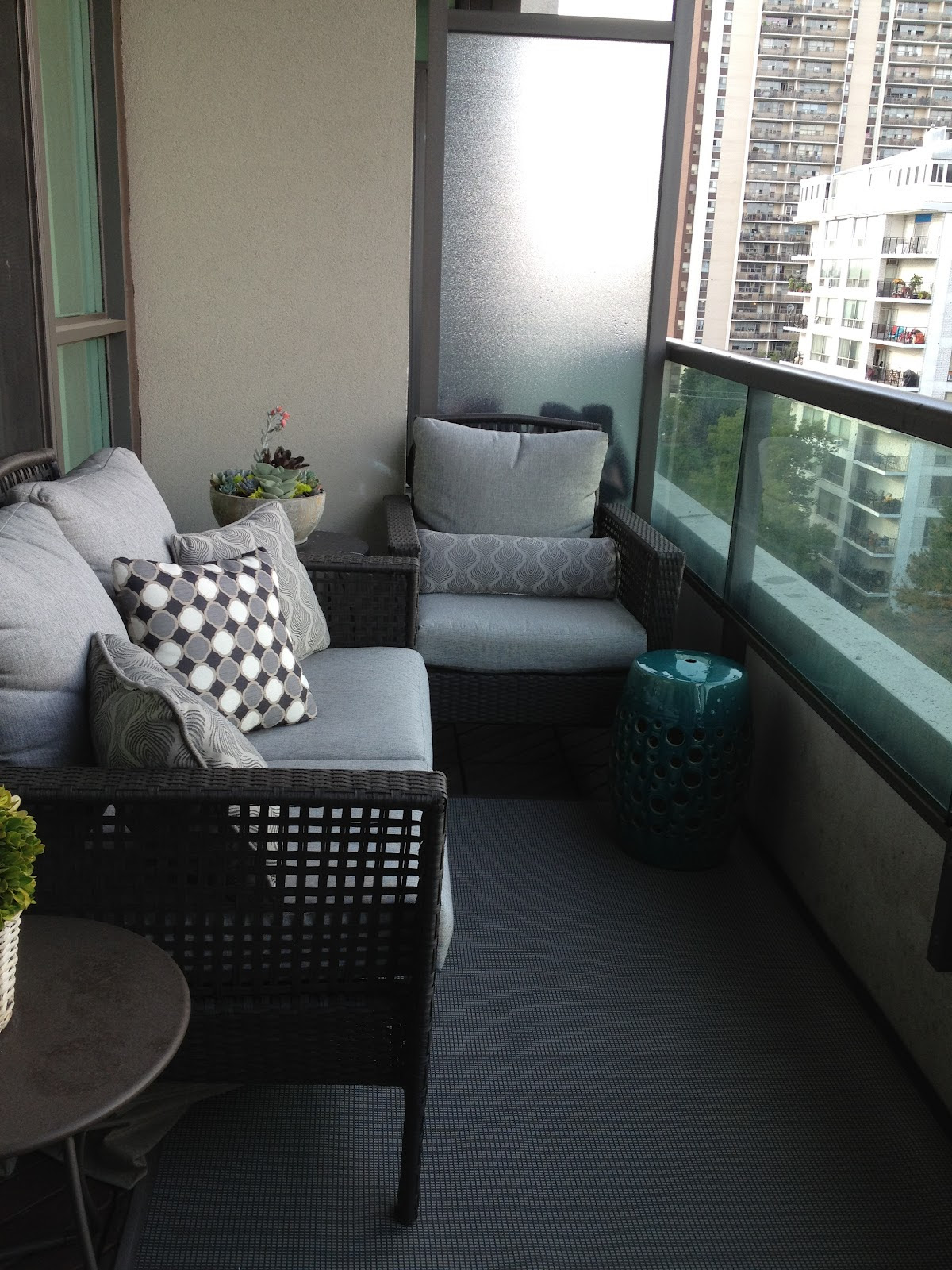 Small Balcony Furniture Option – HomesFeed