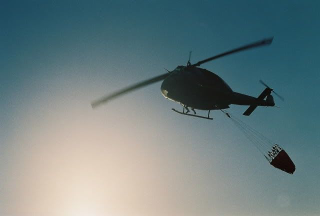 Helicopter carrying seawater to the fires