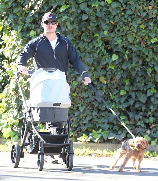 Nick Lachey - Nick Lachey Takes Camden For A Stroll
