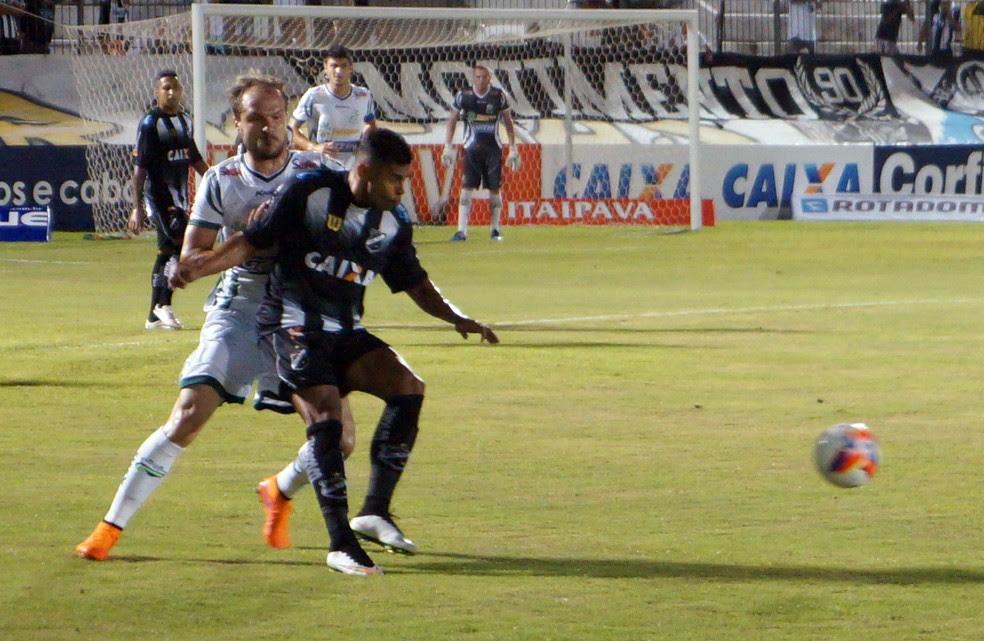 Times se enfrentaram duas vezes em 2015 e empataram em ambas por 1 a 1 (Foto: Augusto Gomes/GloboEsporte.com)