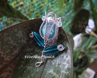 Wire wrapped tulip brooch