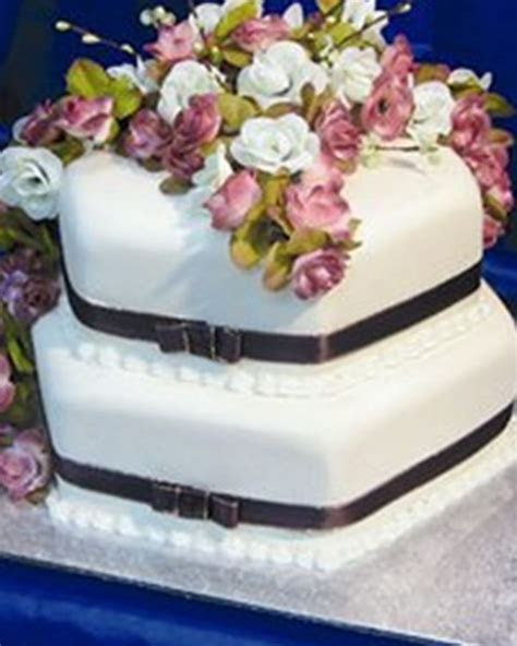Blue Rabbit Cakes   Wedding Cakes Croydon   Easy Weddings