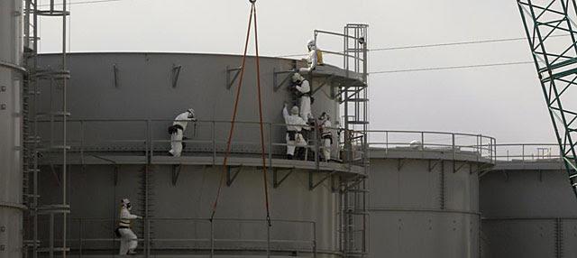 Construcción de un tanque de agua en Fukushima