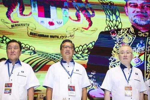 MCA bantu pekebun durian Pahang, PN salahkan DAP
