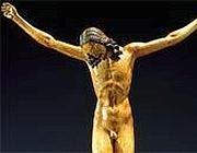 Il Crocifisso ligneo attribuito a Michelangelo e di cui oggi la Corte dei Conti contesta il prezzo di acquisto