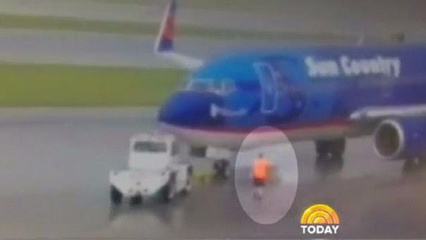 Austin Dunn es trabajador del Aeropuerto Internacional del Suroeste de Florida, en Fort Myers